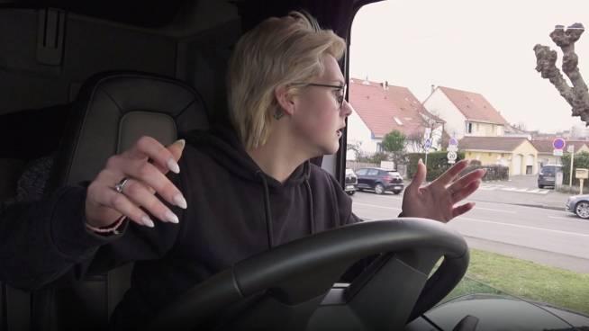 """Het geduld van Sarah raakt op: """"Ga jij rijden of ik? Ezel!"""""""