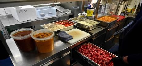 Un restaurant gastronomique prépare à manger pour les soignants