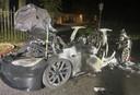 De lokale brandweer had meer dan twee uur nodig om de wagen volledig te blussen. Het grootste deel van de carrosserie en de binnenkant van de auto is dan ook volledig verbrand.