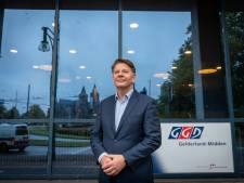 Gelderse GGD bekijkt positie omstreden directeur; politiebonden willen onderzoek naar dure reizen