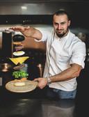 """Ibra TV et sa chaîne de restauration rapide """"Black and White Burger"""" ont débarqué à Charleroi"""