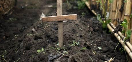 Il déterrait des corps des cimetières et les gardait chez lui