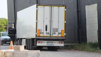 25 illegalen in vrachtwagen: helft onsnapt, lading sauzen wordt vernietigd