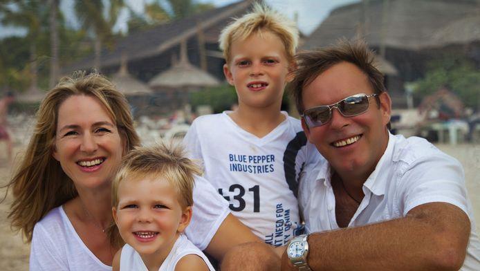 Carla Brienen en haar gezin op Mauritius.