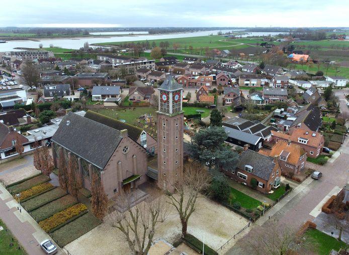 De klok in de kerktoren van Ochten is zwaar beschadigd en klinkt voorlopig niet in het Betuwse dorp.