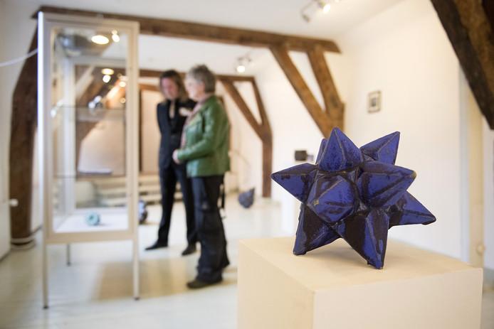 Een kunstwerk van Suzanne van Doremalen op de gezamenlijke expositie van STOK en KuBra in het Kruithuis.