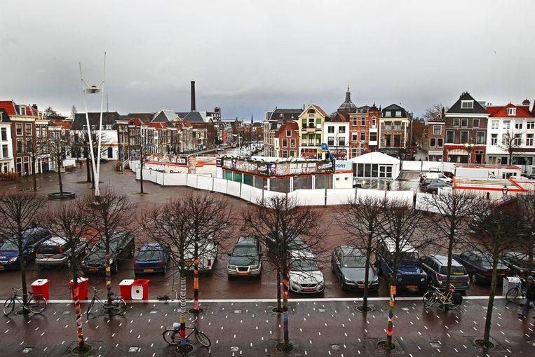 Opbouw van het glazen huis op de Beestenmarkt in Leiden. Beeld anp