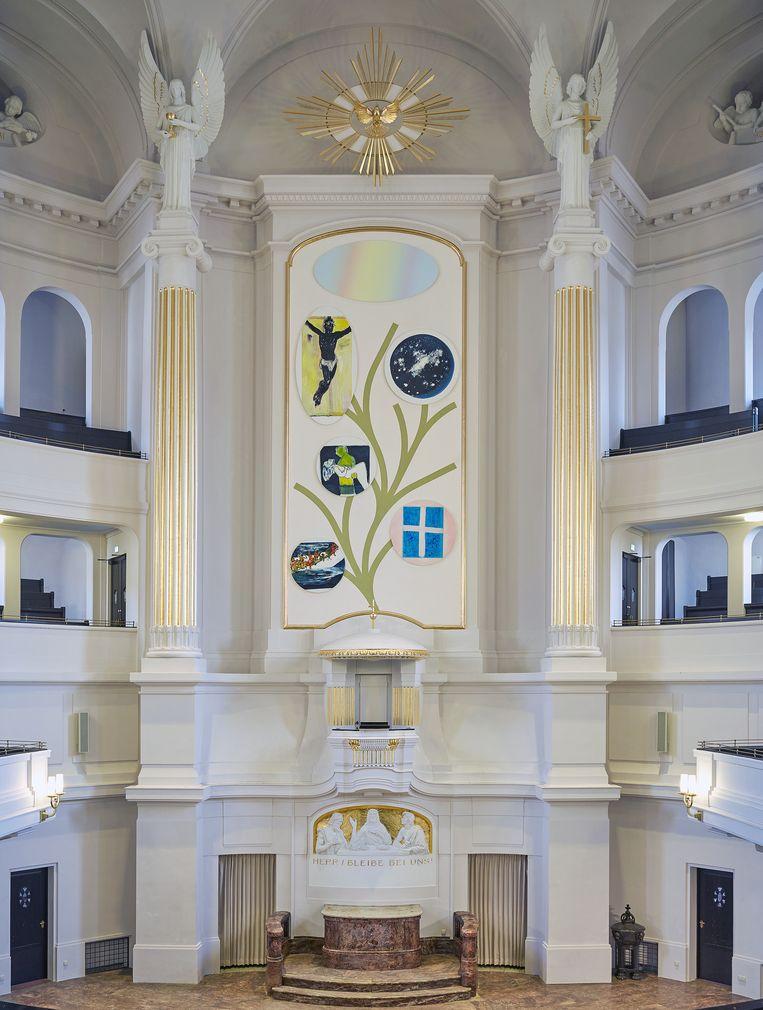 Dumas' altaarstuk in de Annenkirche in Dresden wordt zondag onthuld. Beeld RV