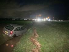 Auto belandt in sloot langs A12 bij Duiven na mislukte uitwijkmanoeuvre
