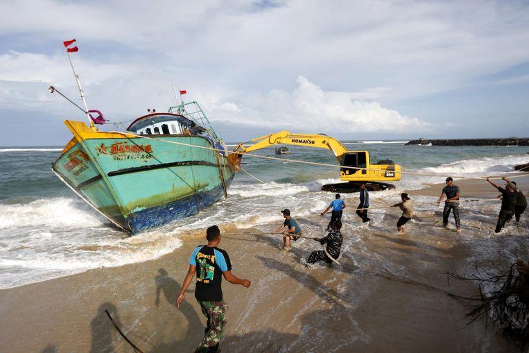 Archieffoto. Migranten uit Sri Lanka die op weg waren naar Australië strandden in Indonesië. Beeld EPA