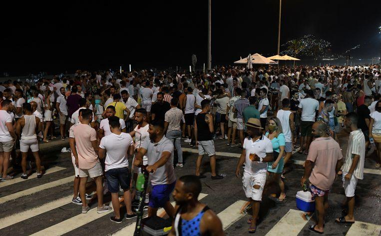 Een druk Ipanema Beach op oudejaarsavond. Beeld REUTERS