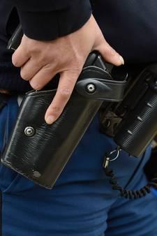 Politie in Tilburg trekt pistool voor agressieve man met mes