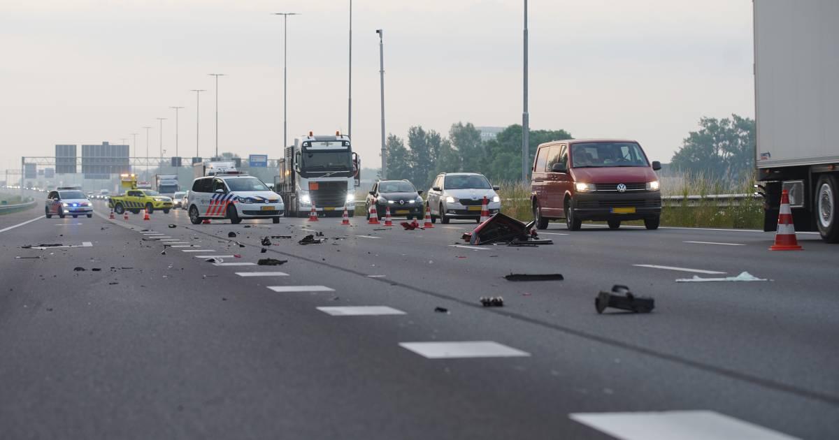 Gewonde en ravage bij ernstige botsing op snelweg A1 bij Deventer.