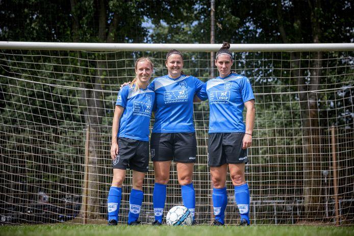 Het fundament van de DSE-vrouwen(v.ln.r.): Eva Schrauwen, Ashley de Bie en Macha Matheuwissen. Ook captain Fleur van Schaik (niet op de foto) zorgt voor de nodige ervaring.
