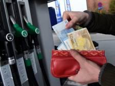 Faites le plein: l'essence va encore coûter plus cher