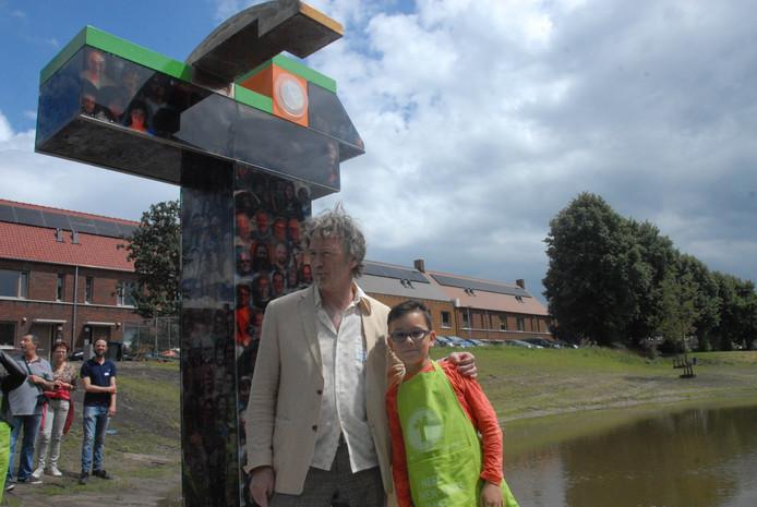 De uitvoerder en de bedenker van het wijkkunstwerk Mus Mollige Molly: Kees van den Boogaart en Sven van Laarschot