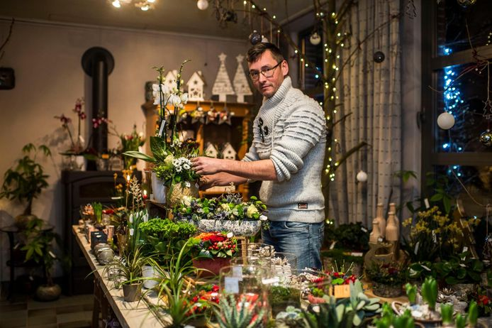 """Marc Dewit opent zijn 'Idee Bloemen Atelier' aan de Berlaarsesteenweg. """"Ik wil meer betekenen voor andere mensen."""""""