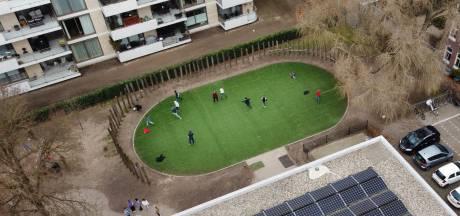 Niet alle buren van wereldberoemd speelveld De Buut balen: 'Ik sta vanaf het balkon enorm te genieten van de spelende kinderen'