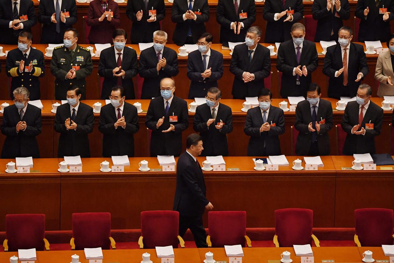 President Xi Jinping komt aan op de openingsceremonie van het Volkscongres. Beeld AFP