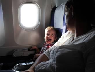 Met kinderen op reis? Zo overleef je lange vluchten