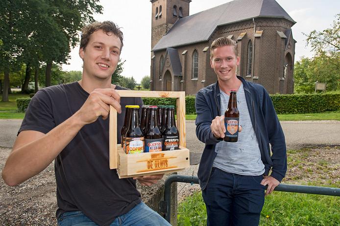 Dorus van de Rijdt (links) en Frenk Zegers bestormen in november vanuit Neerlangel de biermarkt met hun tripel, Godfried met den Baard.