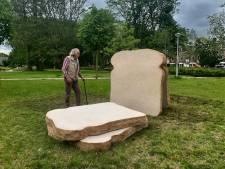 Monumentaal witbrood in Slotermeer herinnert 'voedsel dat uit de hemel viel' tijdens Hongerwinter