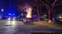 Een auto werd in brand gestoken.