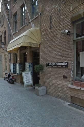 """Brugse politie legt lockdownfeest met 28 personen stil in hotel 't Koffieboontje: """"Tijdelijke sluiting wordt overwogen"""""""
