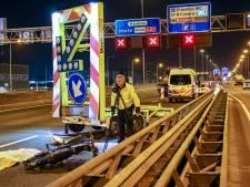 Motorrijder (45) overleden na ongeluk met pijlwagen op A20 bij Rotterdam