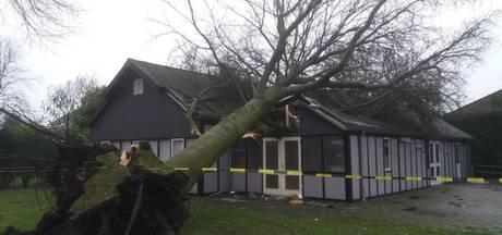 Storm vernielt Kooykershuus in Vriezenveen