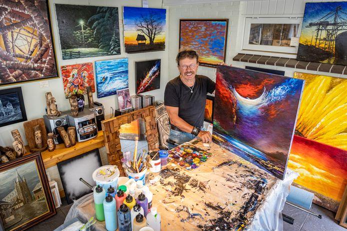 Gerry de Bie (69) uit Wierden is autodidact en biedt een van zijn schilderijen te koop aan op Marktplaats.