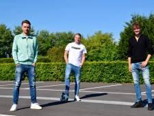 Profvoetballer Robbert de Vos (FC Emmen) begint met vrienden voetbalschool in Spijkenisse