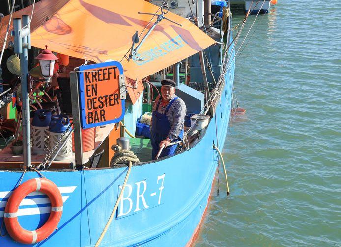Visser Cor Fondse op zijn tot Br-7 omgedoopte vissersboot.