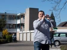 Hellendoornse volkszanger Dennis van Dam zingt 'Carmen': 'Een vrolijk Nederlandstalig uptempo nummer'