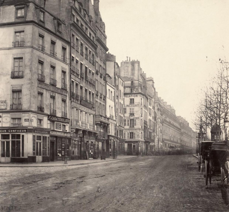 Charles Marville, 'Quais de l'Ecole et de la Mégisserie', 1877. Beeld vergue.com