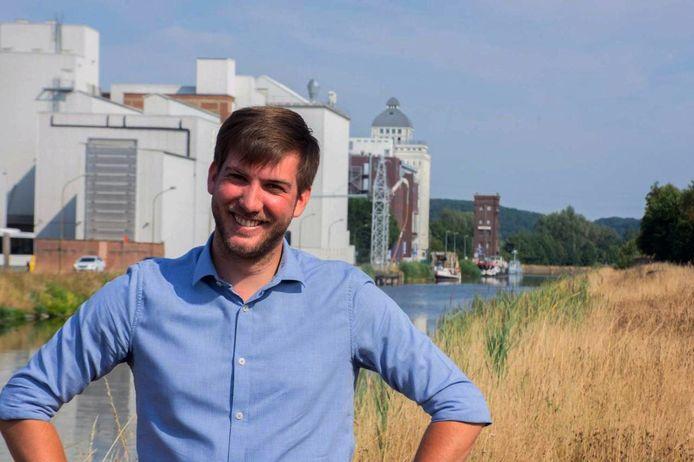 Ruben Geleyns (28) is optimistisch om de Leuvense jongeren bereid te vinden om zich te laten vaccineren in de Brabanthal.
