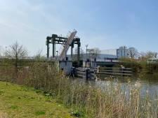 Ruim een maand lang omfietsen door defecte fietsbrug Doetinchem: reparatie pas eind mei