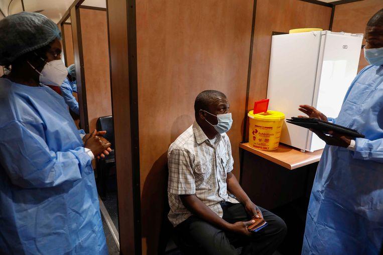Een vaccinatiecentrum in het Zuid-Afrikaanse Johannesburg. Beeld AFP