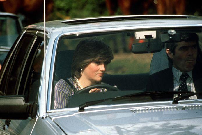 16 juni 1981: Diana aan het stuur van haar Ford Escort. Ze wordt vergezeld door een lijfwacht.