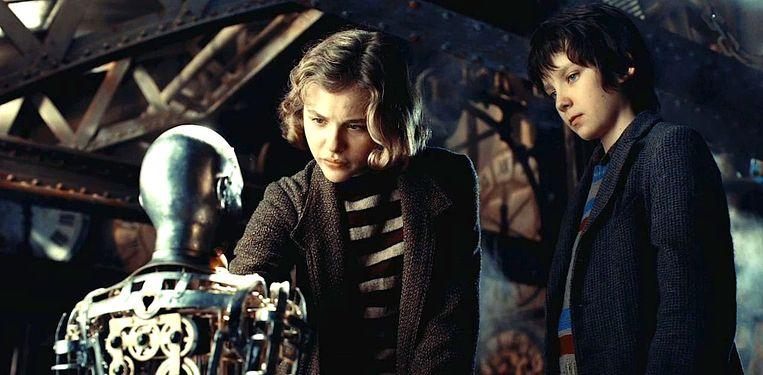 Chloë Grace Moretz en Asa Butterfield in Hugo (Martin Scorsese, 2011). Beeld