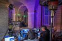 Peter Linders houdt  samen met gelegenheidsgroep Deejays4Freedom, een streaming live festival. Dat is te zien bij Omroep Land van Cuijk, 0486tv en via de social media. Dit gebeurt allemaal in de Hampoort. DJ Jimmy Ouwens in de Hampoort aan het werk.