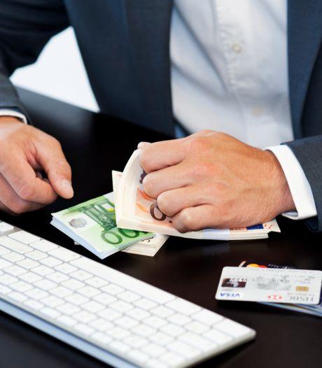 'Bankmedewerker' harkt met oplichting van ouderen dik 30.000 euro binnen