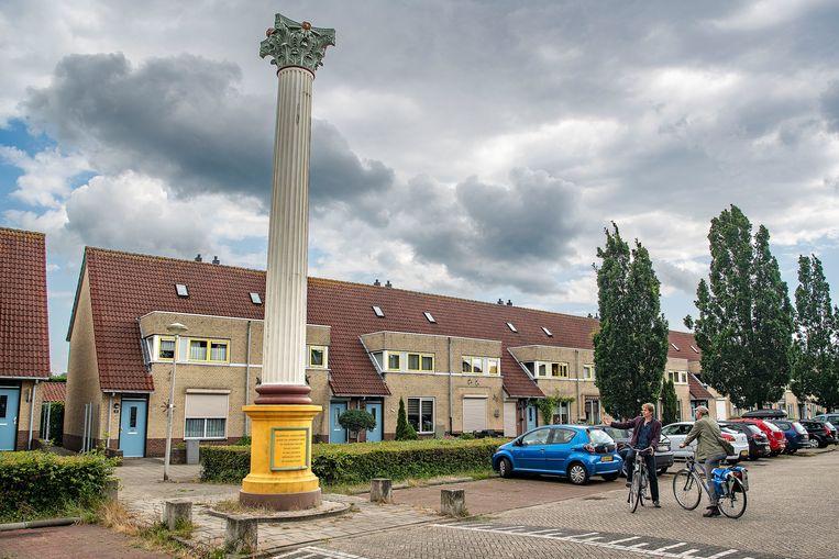 Deze Romeinse zuil in Nijmegen-Oost is een replica – van kunststof, en gemaakt in de Filipijnen. Beeld Guus Dubbelman / de Volkskrant