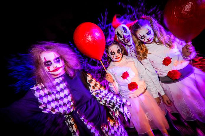 AALST/WAALRE - *Halloween* in Aalst met als thema *Love at first Fright*. De bezoekers vertrekken vanaf gemeenschapshuis De Pracht in optocht door de wijk en de Anna Paulownalaan