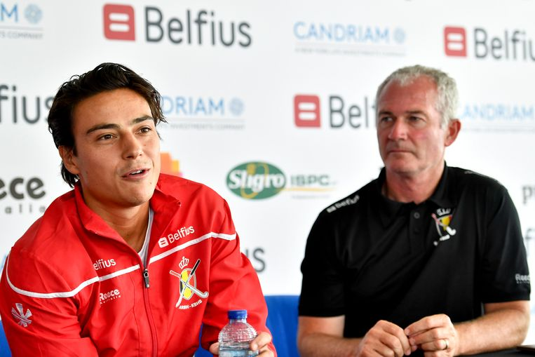 Aanvoerder Thomas Briels met bondscoach Shane McLeod.