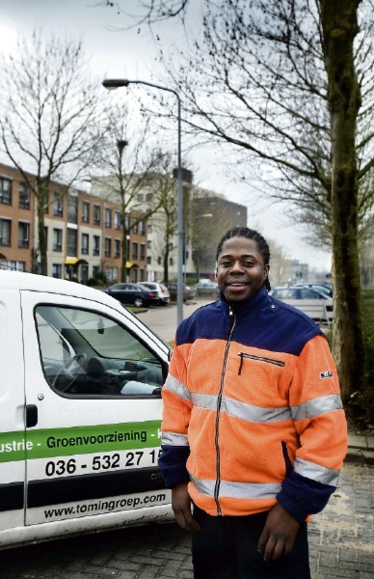 Stefano Jozefzoon heeft via WorkFirst een goede baan gekregen. 'Ik moest laten zien wat ik in huis heb.' ( FOTO WERRY CRONE, TROUW) Beeld