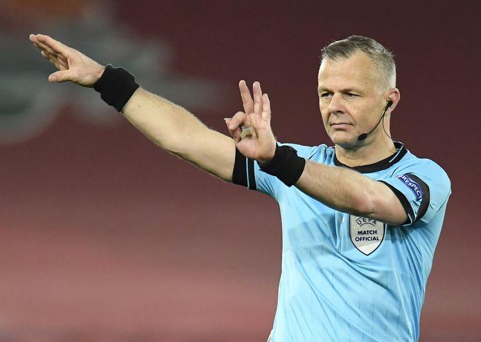 Björn Kuipers maakt zich op voor het EK voetbal. Hij wordt de eerste Nederlandse scheidsrechter die op vijf eindtoernooi van de partij was.