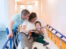 Hesters zoontje (4) is na twee jaar slopende behandelingen kankervrij: 'Er zit zoveel kracht in je kind, daar sta je versteld van'