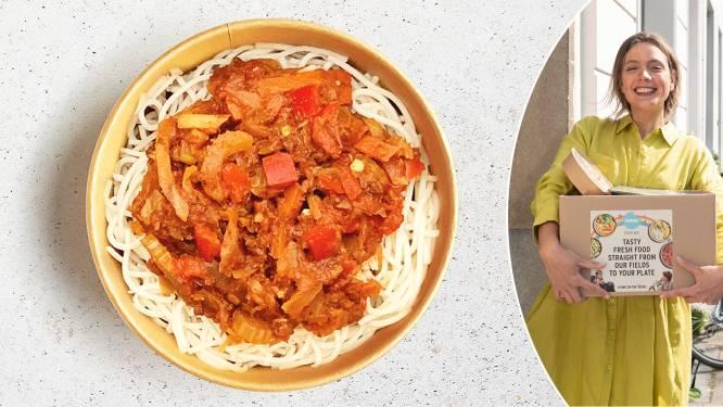 """Hoe lekker én gezond zijn de populairste kant-en-klare maaltijdboxen? Diëtiste Sanne Mouha doet de test: """"Groentecombinaties die je anders nooit zou eten"""""""