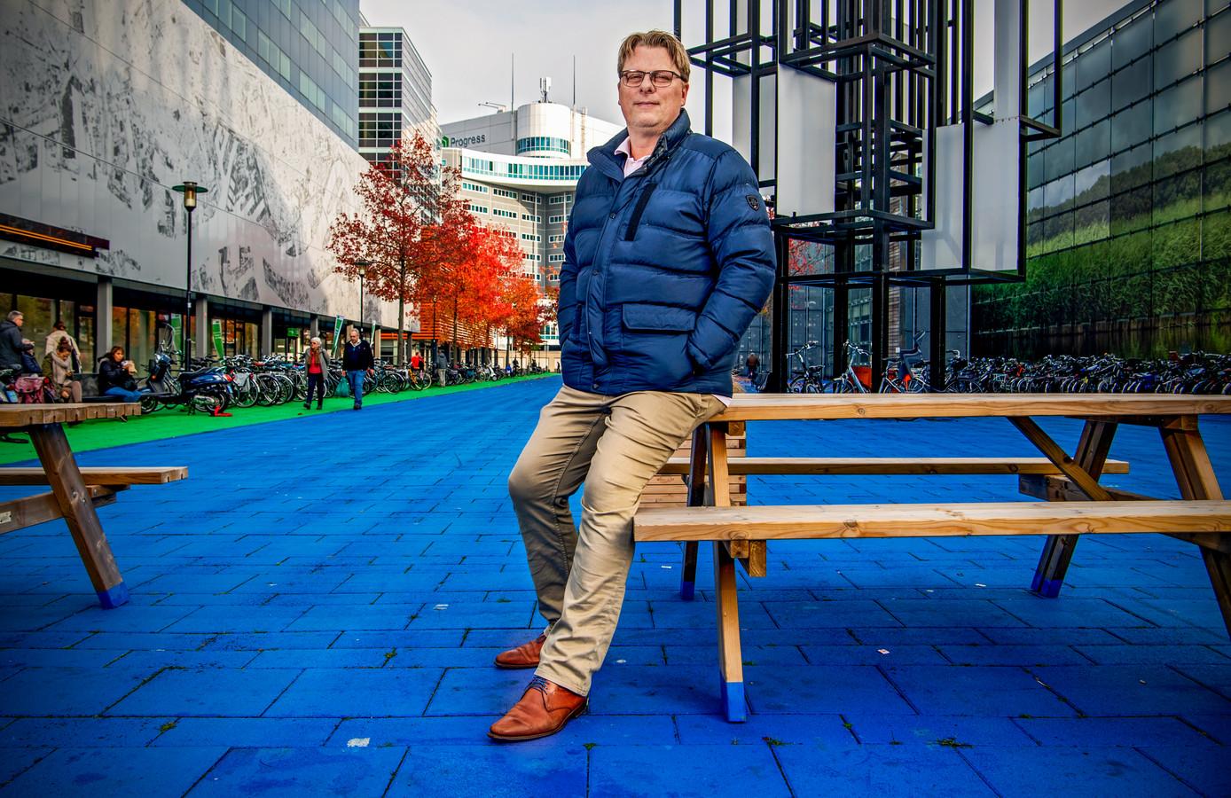 Leefbaar Rotterdam-partijvoorzitter Ronald Buijt op het Prins Alexanderplein in Rotterdam.